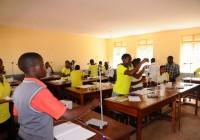 Luweero - collegio St. Cyprian Chavanod - Lezione di chimica
